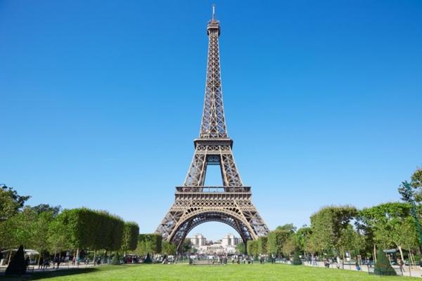 Παρίσι: Ανοίγει ο Πύργος του Άιφελ, αλλά με πρόσβαση μόνο από τις σκάλες...