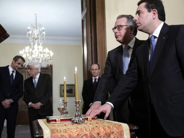 Ορκίστηκε νέος υπουργός Μετανάστευσης και Ασύλου ο Ν. Μηταράκης