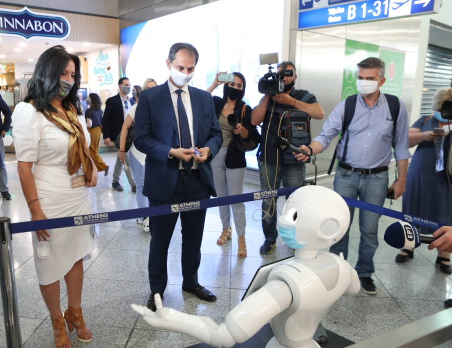 Ρομπότ ενημερώνουν το επιβατικό κοινό στον Διεθνή Αερολιμένα Αθηνών