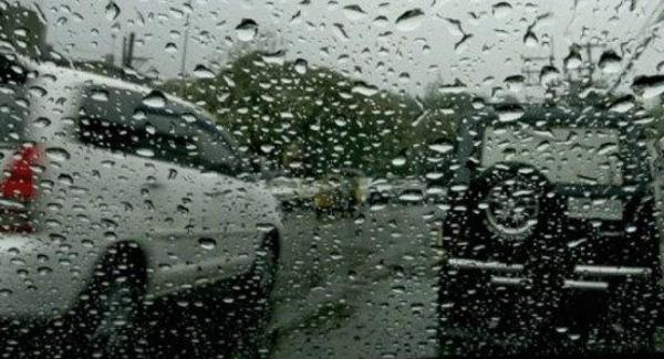 Τοπικές βροχές και καταιγίδες αναμένονται την Κυριακή στα κεντρικά και βόρεια