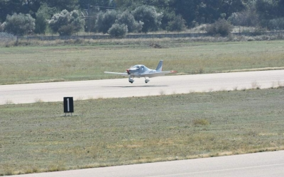 Κοζάνη: Εκπαιδευτικό αεροσκάφος βγήκε εκτός αεροδιαδρόμου