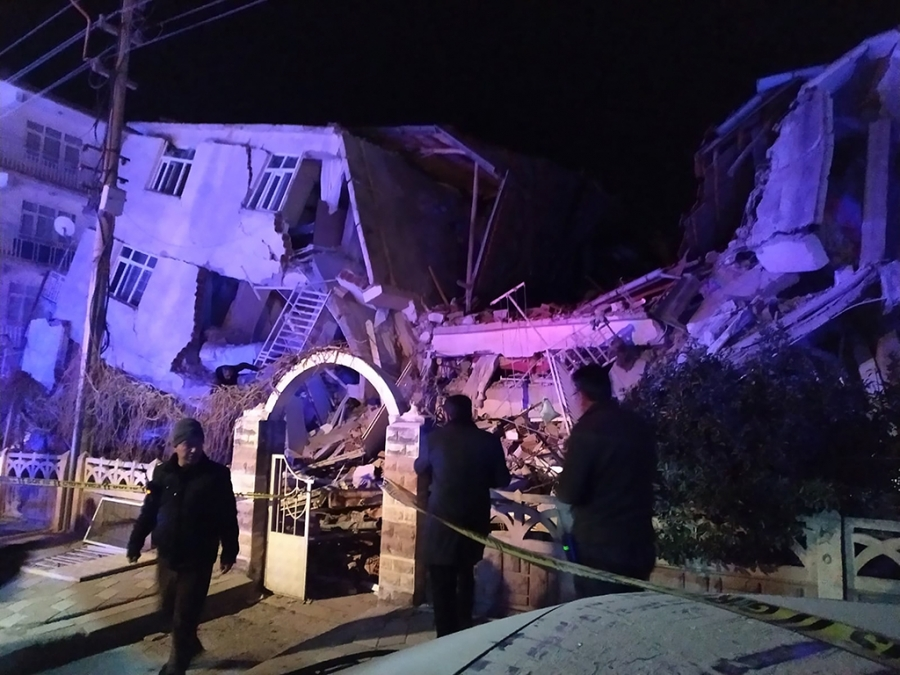 Σεισμός Τουρκία: Αυξάνονται τα θύματα - 20 νεκροί και πάνω από 1.000 τραυματίες