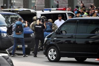 Κίεβο: Συνελήφθη ο δράστης που απειλούσε να ανατινάξει τράπεζα και κρατούσε μία όμηρο