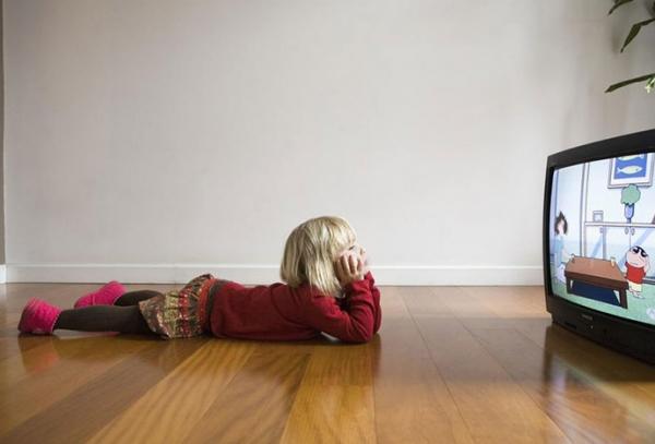 Τέλος στην ανεξέλεγκτη προβολή παιδικών διαφημίσεων στα κανάλια