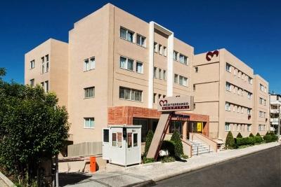 Mediterraneo Hospital: Επέμβαση ενδοαγγειακής αντιμετώπισης θωρακοκοιλιακού ανευρύσματος με θυριδωτή τεχνική